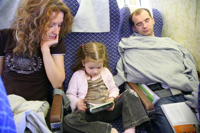 איך לעבור בשלום טיסות עם ילדים?