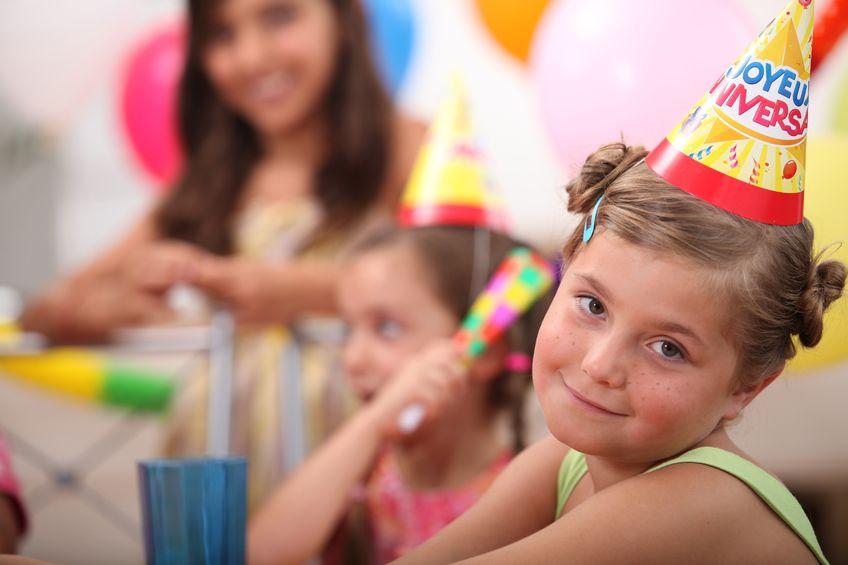 השפעות החברה שיגרמו לכם לתהות לגבי הפקת יום ההולדת