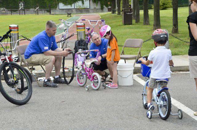 טיולי אופניים עם ילדים: רעיונות למסלולים לרכיבה משפחתית