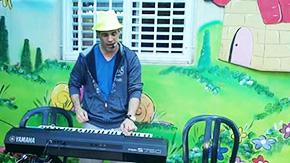 צביקה והקלידים - הפעלה מוזיקלית