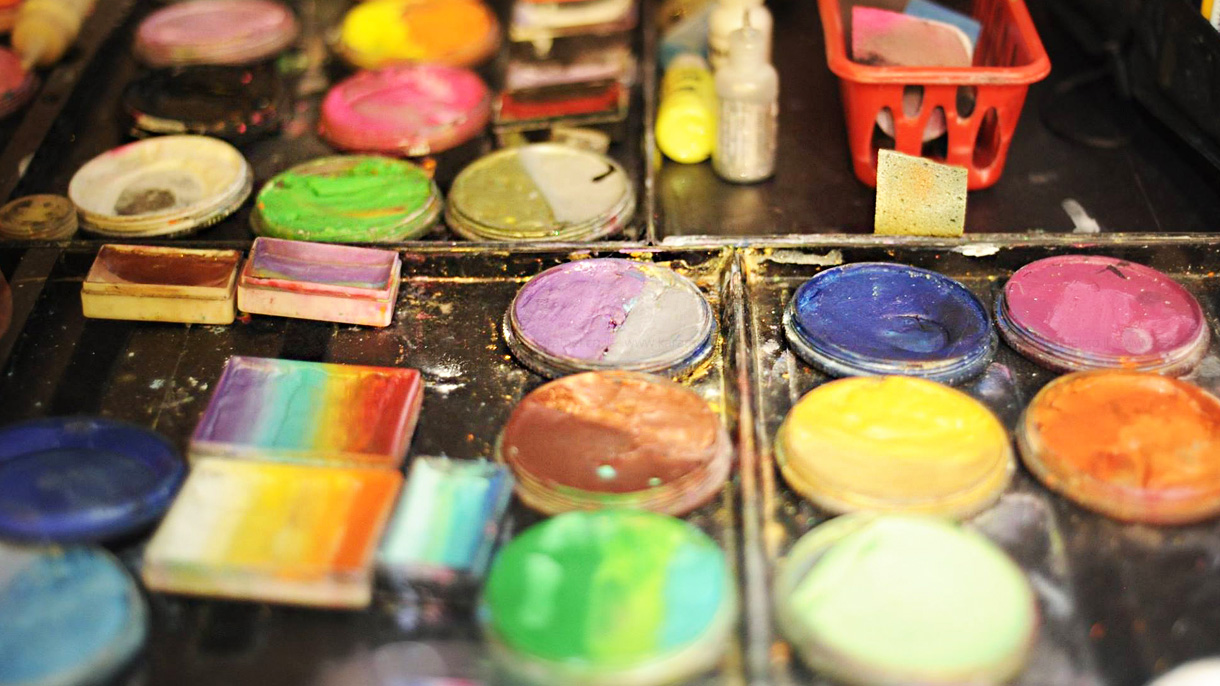 אהבה בצבעים - 073-7574481