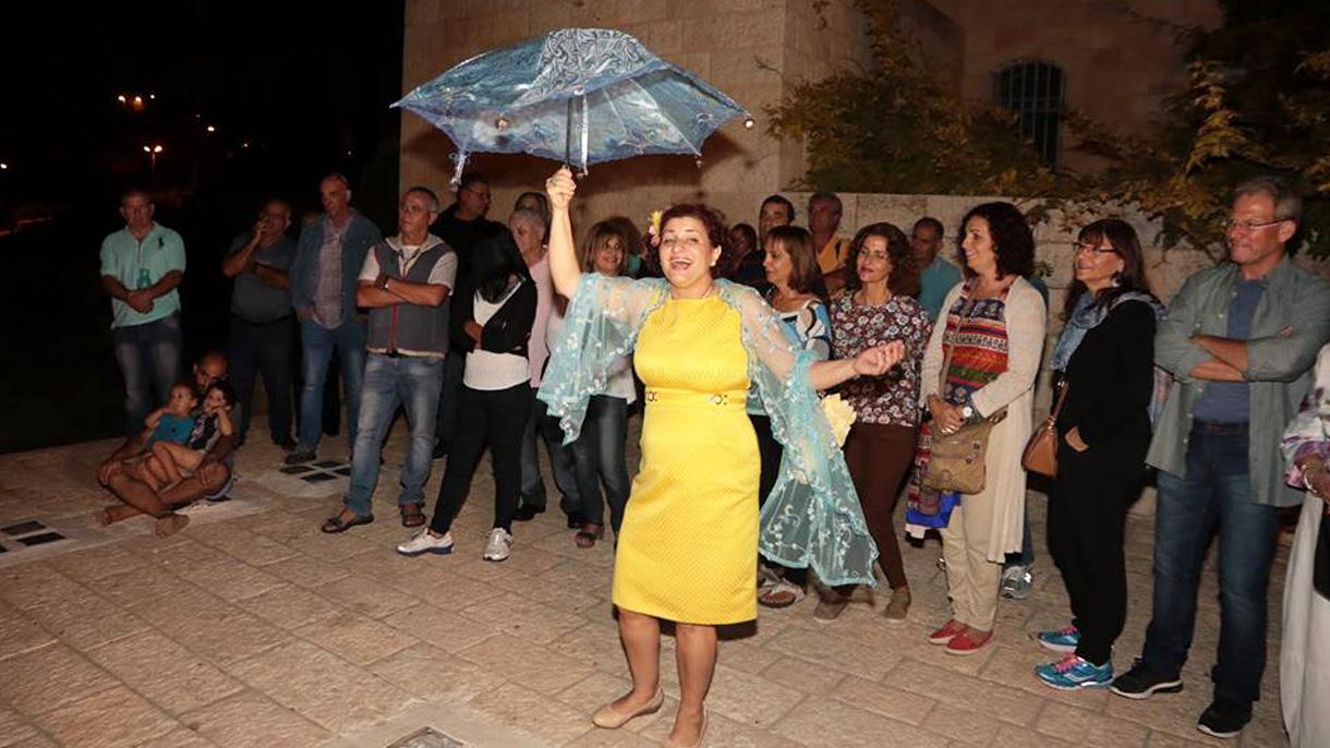 לימור יצחייק - תיאטרון שמגיע - 073-7836870