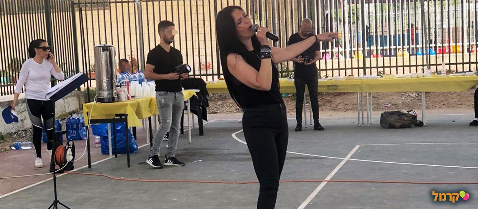 לשיר ביחד עם אניטה וחואן - 073-7026402