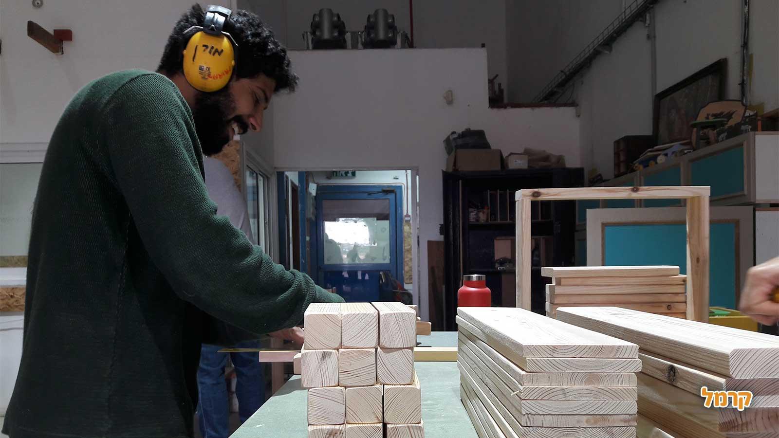 דרך הנגרות - יצירת ריהוט מדליק מעץ - 073-7026539