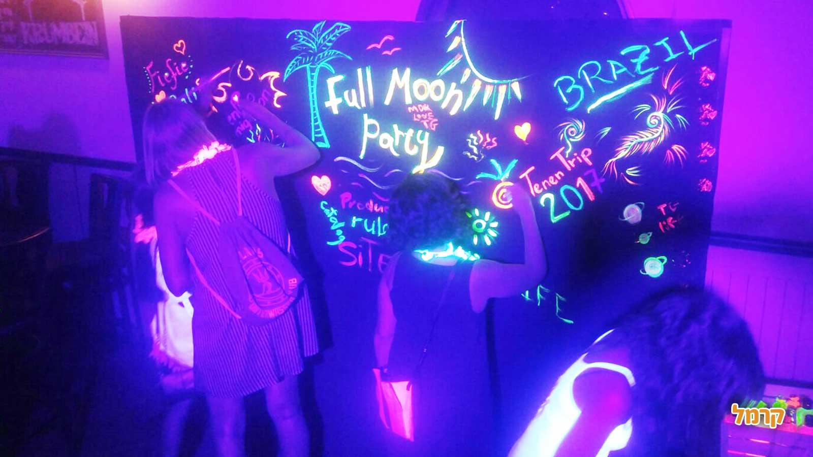 מסיבה מטריפה של פול מון - 073-7026768